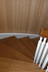 Stringer and saddle stairs